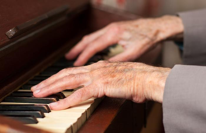 Alzheimer : la musique améliore le comportement