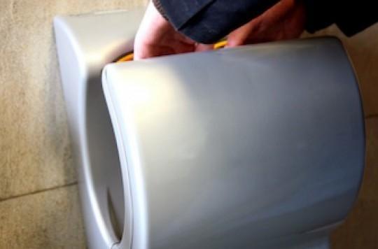 Les sèche-mains ultra-rapides diffusent trop de virus