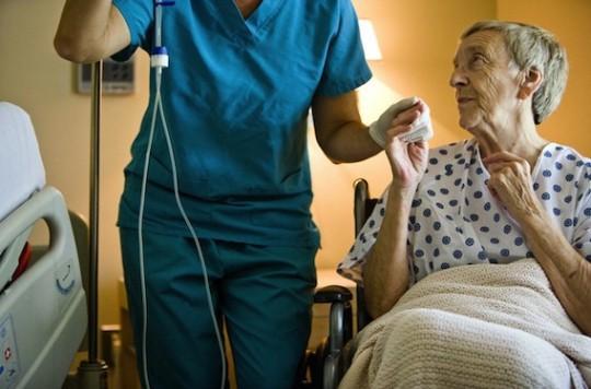 Sténoses carotidiennes serrées asymptomatiques : l'angioplastie fait aussi bien que l'endartériectomie
